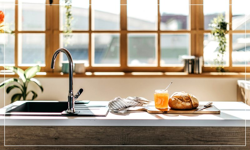 natural-sunlight-in-bright-kitchen.jpg