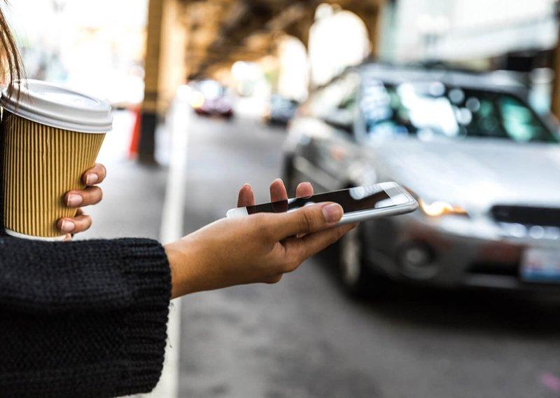 using-rideshare-app.jpg