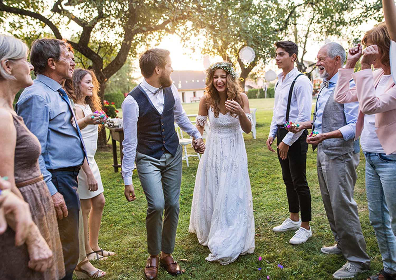 21 Backyard Wedding Ideas + Checklist | The Zebra
